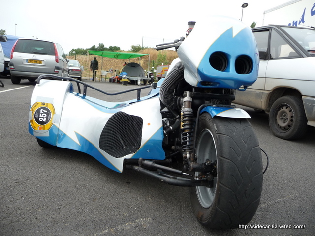 side car de course bmw k1200rs de face